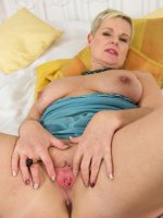 Deide J	Czech MILF Deide J slips off her blue lingerie and spreads her pussy