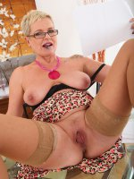 Deide JHorny 47 year old Deide J plugs her mature hole after a long day