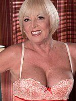 Scarlet Andrews - Mature - From Flight Attendant To Gilf