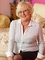ClaireKnight - Granny-Mature-BBW, Curvy-Big Tits-United Kingdom-Lingerie-High Heels-Stockings-Feet,