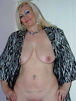Dimonty - Cougar-MILF-United Kingdom-Mature-Lingerie-High Heels-BBW, Curvy-Feet, Shoes-Fingering-Sto
