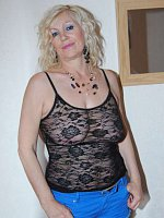 Dimonty - Cougar-MILF-United Kingdom-Mature-Lingerie-High Heels-BBW, Curvy-Feet, Shoes-Fingering-Sto