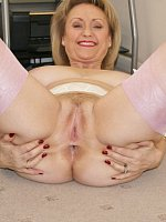Sugarbabe - Mature-Cougar-MILF-Big Tits-Hairy-United Kingdom-Stockings-Lingerie-Legs-High Heels-Feet
